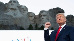 US President Donald Trump pumps his fist as he arrives for the Independence Day events at Mount Rushmore National Memorial in Keystone, South Dakota, July 3, 2020. (Photo by SAUL LOEB / AFP) (Photo by