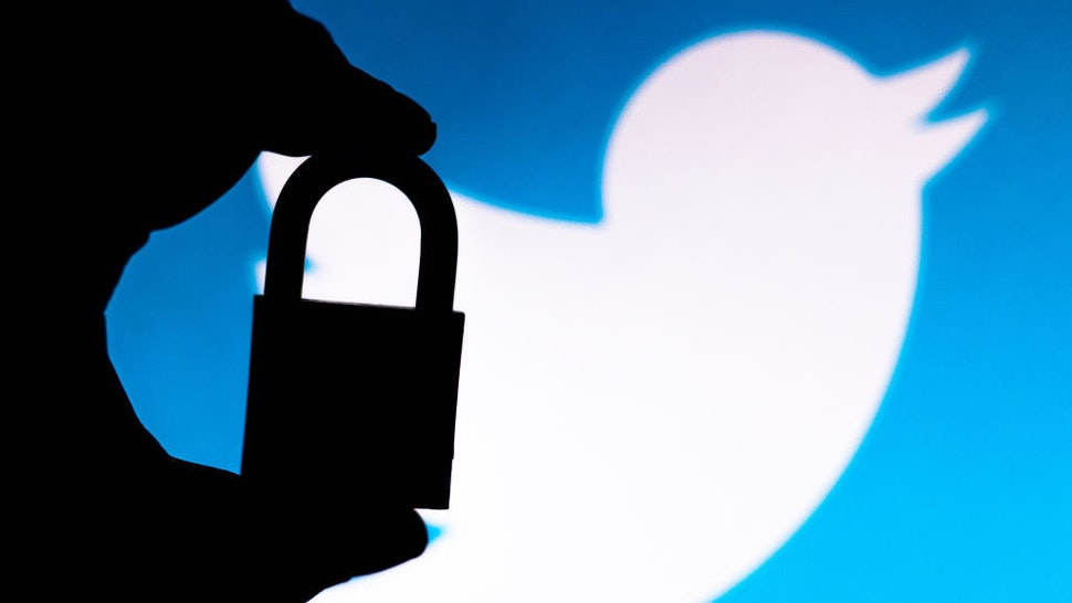 BRAZIL - 2020/07/11: In this photo illustration a padlock appears next to the Twitter logo. Online data protection/breach concept. Internet privacy issues. (Photo Illustration by Rafael Henrique/SOPA Images/LightRocket via Getty Images)