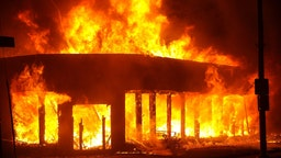 Jacob Blake protesters lit buildings on fire in Kenosha, Wisconsin, United States on August 24, 2020. A police shooting in the US state of Wisconsin sent a Black man into serious condition on Sunday, with the video footage of the incident triggering outrage.