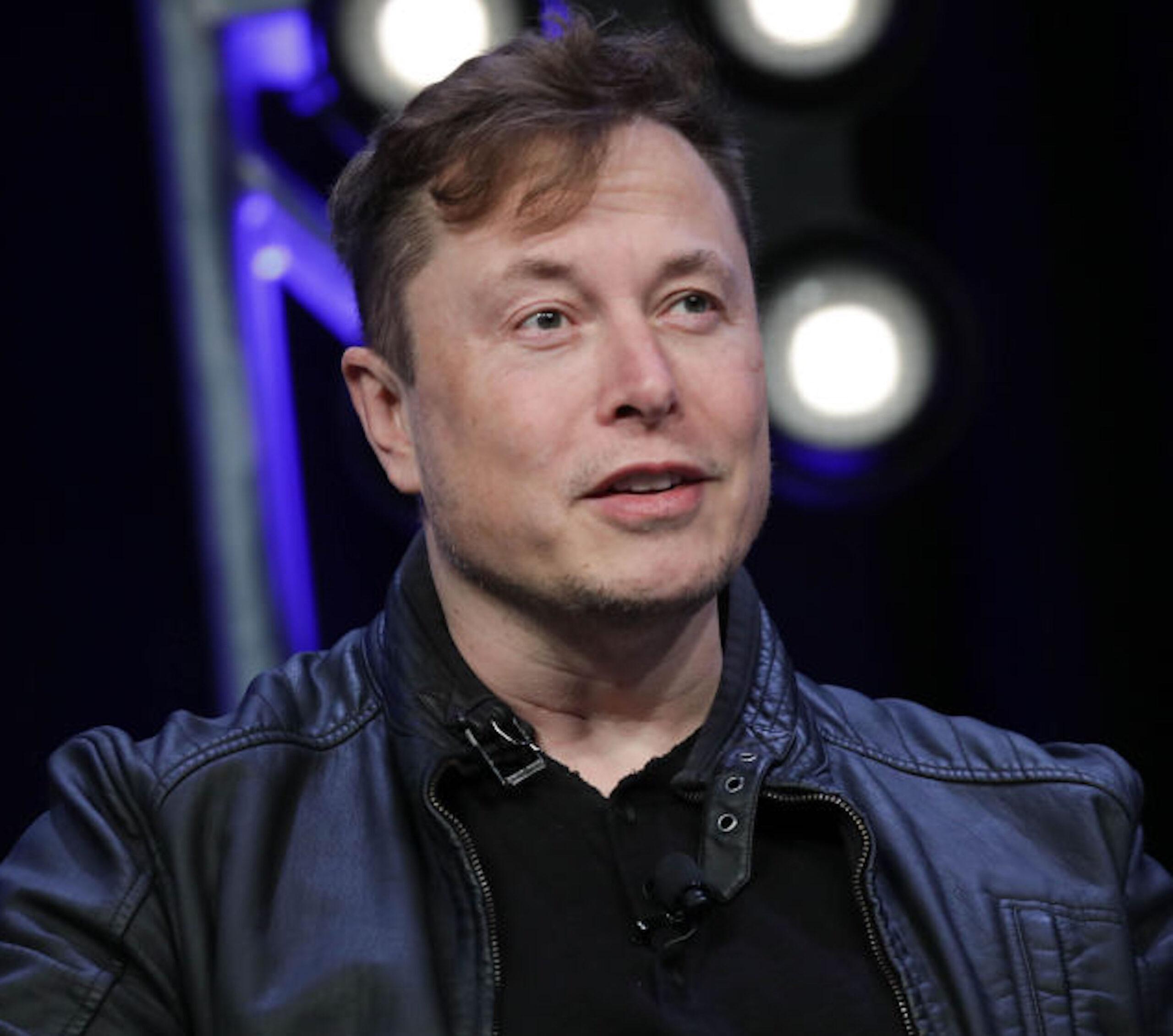 Elon Musk, Người sáng lập và Kỹ sư trưởng của SpaceX, phát biểu trong Hội nghị Vệ tinh 2020 tại Washington, DC, Hoa Kỳ vào ngày 9 tháng 3 năm 2020. Yasin Ozturk / Anadolu Agency qua Getty Images