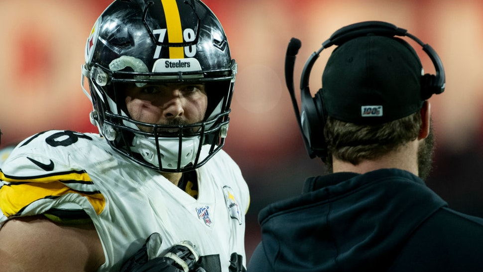 Offensive tackle Alejandro Villanueva #78 of the Pittsburgh Steelers talks with quarterback Ben Roethlisberger #7 on the sidelines of the game against the Arizona Cardinals at State Farm Stadium on December 08, 2019 in Glendale, Arizona.