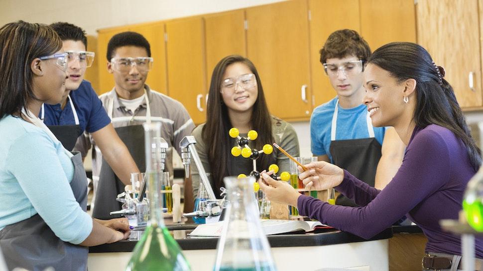 Teacher explaining chemistry model to students (Jon Feingersh Photography Inc/Getty Images)