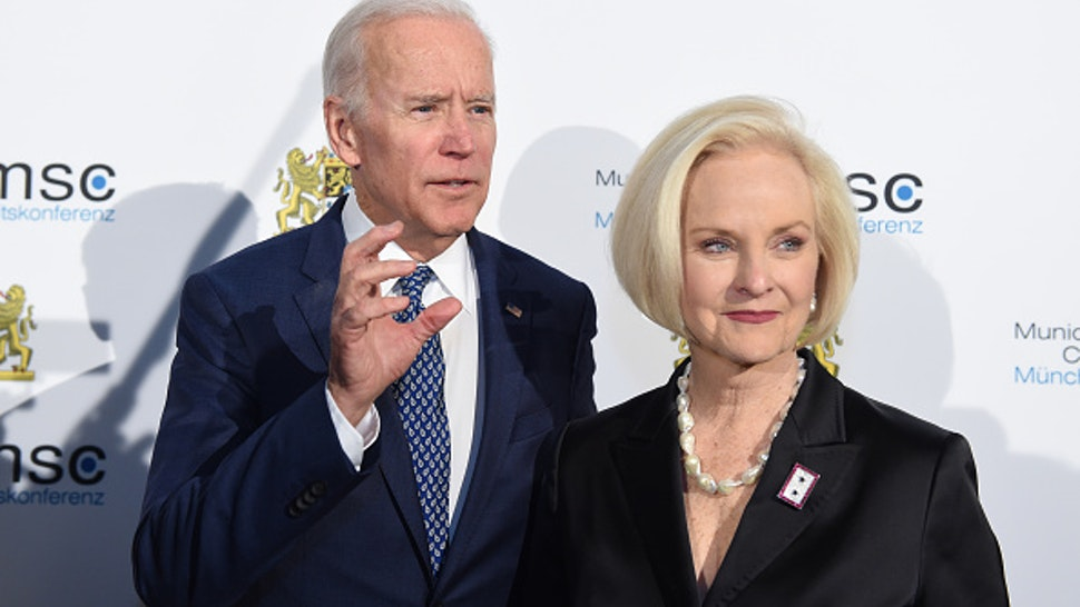 Joe Biden, former Vice President of the United States, and Cindy McCain, the wife of US Senator McCain, arrive at the reception of the Bavarian State Chancellery in the course of the 54th Munich Security Conference at the residency in Munich, Germany, 17 February 2018. More than 500 guests among those head of states and head of governments, are expected to attend the three day conference. Photo: Andreas Gebert/dpa