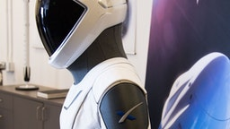 The SpaceX spacesuit to be wore by NASA astronauts that will travel to the International Space Station aboard the SpaceX Crew Dragon capsule is displayed during a media tour at SpaceX headquarters in Hawthorne, California, on August 13, 2018. - According to the Teslarati website the majority of the helmet is 3D printed and SpaceX has used that capability to directly integrate valves, a number of complex mechanisms for visor retraction and locking, microphones, and even air cooling channels into the helmets structure. The suit itself is designed so that necessary external connections (power, water, air, etc) all pass through one single umbilical panel located in the middle of the suitÕs right thigh. The suit is designed to allow astronauts to work in extreme conditions including hard vacuum but not space walks. (Photo by Robyn Beck / AFP)