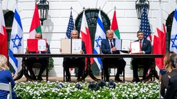 """WASHINGTON, USA - SEPTEMBER 15: (----EDITORIAL USE ONLY â MANDATORY CREDIT - """"THE WHITE HOUSE / TIA DUFOUR / HANDOUT"""" - NO MARKETING NO ADVERTISING CAMPAIGNS - DISTRIBUTED AS A SERVICE TO CLIENTS----) U.S. President Donald Trump (2nd R), Israeli Prime Minister Benjamin Netanyahu (2nd L), UAE Foreign Minister Abdullah bin Zayed Al Nahyan (R) and Bahrain Foreign Minister Abdullatif bin Rashid Al Zayani (L) attend a signing ceremony for the agreements on """"normalization of relations"""" reached between Israel, the United Arab Emirates (UAE) and Bahrain at the White House in Washington, United States on September 15, 2020. (Photo by The White House / Tia Dufour / Handout/Anadolu Agency via Getty Images)"""