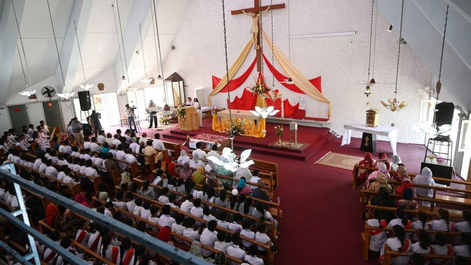 Pakistani Christians attend a memorial service for those who were killed in the Easter Sunday suicide bomb attacks in Sri Lanka, at Fatima Church in Islamabad, on April 25, 2019. - Sri Lanka's C