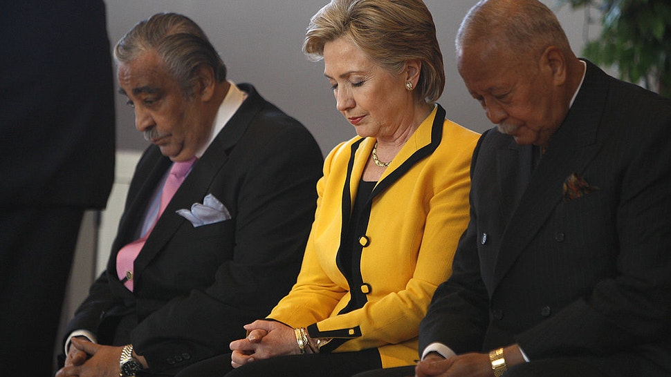 Hillary Clinton praying