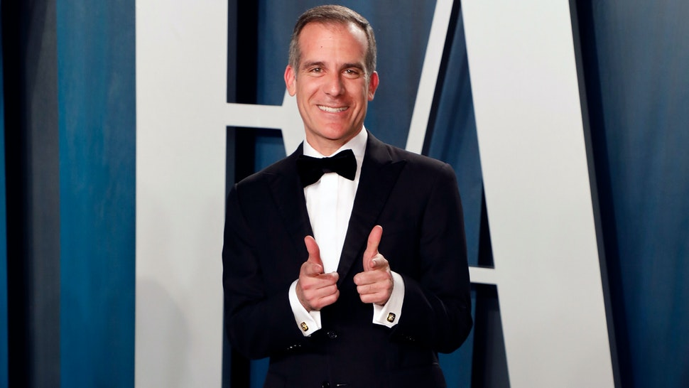 BEVERLY HILLS, CALIFORNIA - FEBRUARY 09: Los Angeles Mayor Eric Garcetti attends the 2020 Vanity Fair Oscar Party at Wallis Annenberg Center for the Performing Arts on February 09, 2020 in Beverly Hills, California.