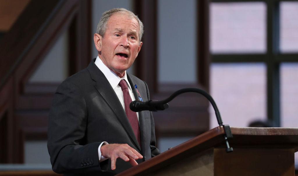 Cựu Tổng thống Hoa Kỳ George W. Bush phát biểu trong lễ tang của cố Hạ nghị sĩ John Lewis (D-GA) tại Nhà thờ Baptist Ebenezer vào ngày 30 tháng 7 năm 2020 ở Atlanta, Georgia. (Ảnh của Alyssa Pointer-Pool / Getty Images)