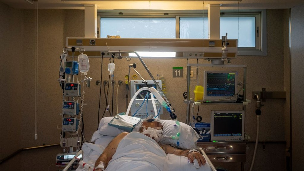 TOPSHOT - A COVID-19 coronavirus patient lies in bed at the Intensive Unit Care of the Povisa Hospital in Vigo, northwestern Spain, on April 16, 2020. - Spain's coronavirus death toll soared past 19,000 with another 551 deaths, but questions over the counting method have raised some regional concerns the real figure is much higher. (Photo by MIGUEL RIOPA / AFP) (Photo by MIGUEL RIOPA/AFP via Getty Images)