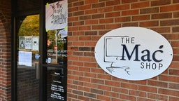 """An exterior view of """"The Mac Shop"""" in Wilmington, Delaware is seen on October 21, 2020. - The New York Post last week revived allegations against Hunter Biden with a story claiming it had obtained documents from a laptop owned by the former vice president's son which was brought in for repairs to the shop in April 2019 but never picked up. The Post claimed that emails found on the laptop showed that Hunter Biden introduced his father to a Burisma advisor, Vadym Pozharskyi, in 2015 and contradict Joe Biden's claims that he never spoke to his son about his overseas business dealings."""