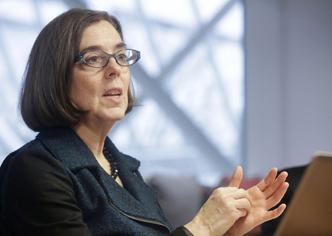 Oregon Governor Says To 'Uninvite' Family Members For Thanksgiving After Encouraging Neighborhood Snitches