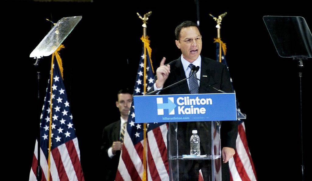 Ứng cử viên Tổng chưởng lý Pennsylvania, Josh Shapiro hứa hẹn cải cách tư pháp hình sự trong một bài phát biểu tại Đại học LaSalle ở Philadelphia, PA vào ngày 28 tháng 9 năm 2016. (Ảnh của Cory Clark / NurPhoto qua Getty Images)