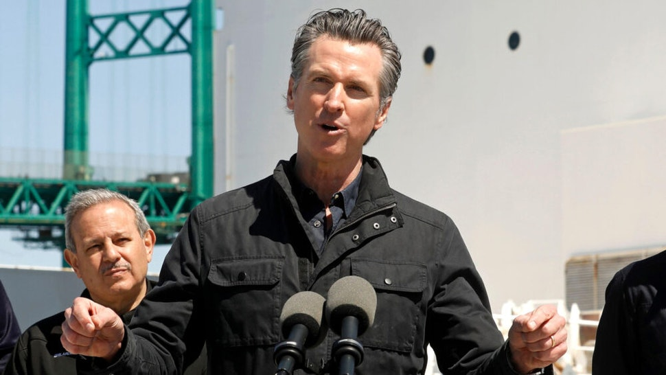 California Governor Gavin Newsom (C), flanked by (from L) Robert Fenton, FEMA Regional Administrator for Region 9, Director Mark Ghilarducci, Cal OES, and Los Angeles Mayor Eric Garcetti, speaks in front of the hospital ship USNS Mercy after it arrived into the Port of Los Angeles on March 27, 2020. - The USNS Mercy, a giant US naval hospital ship, arrived in Los Angeles on March 27, where it will be used to ease the strain on the city's coronavirus-swamped emergency rooms.