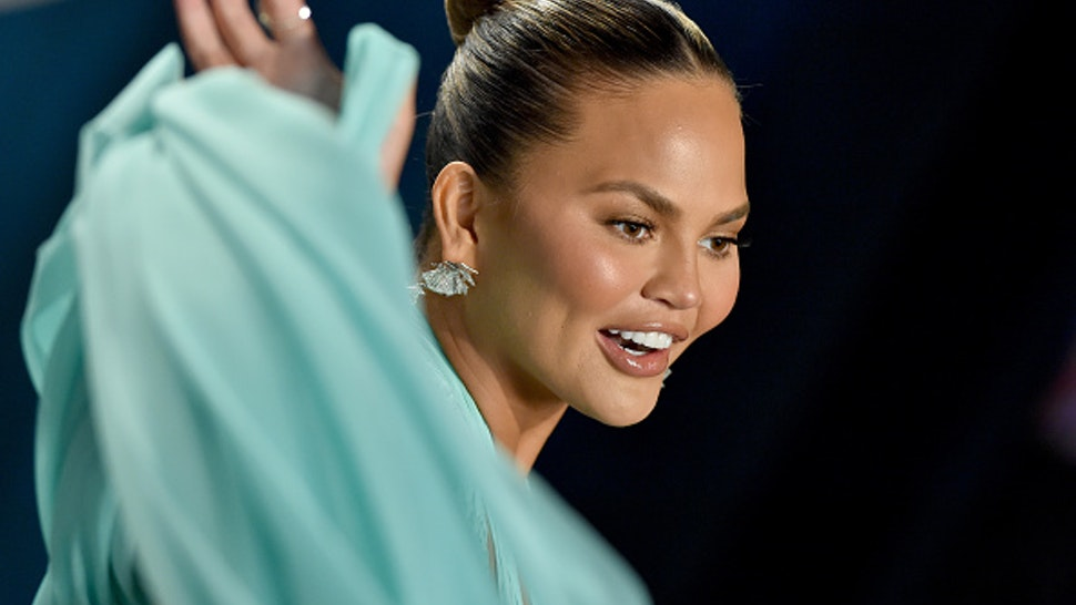 BEVERLY HILLS, CALIFORNIA - FEBRUARY 09: Chrissy Teigen attends the 2020 Vanity Fair Oscar Party hosted by Radhika Jones at Wallis Annenberg Center for the Performing Arts on February 09, 2020 in Beverly Hills, California.