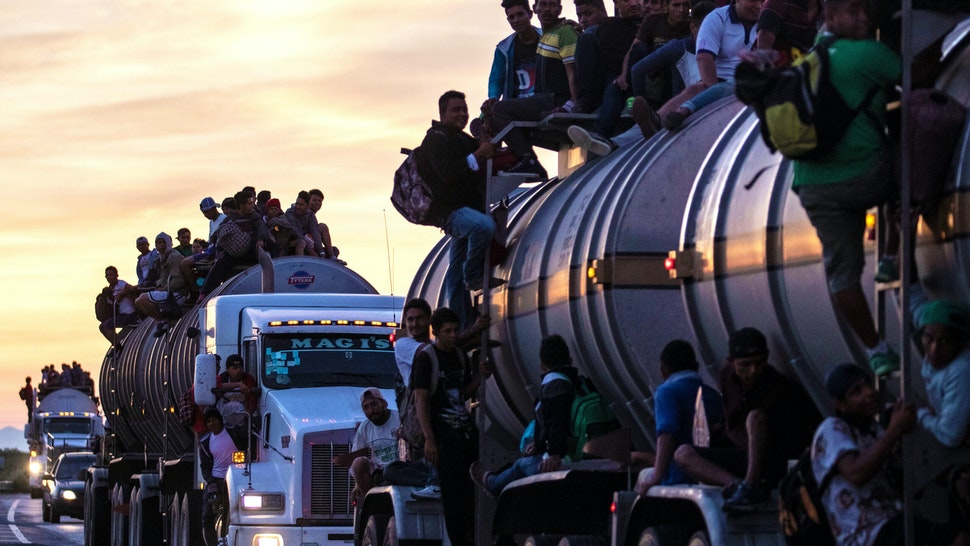 TOPSHOT - A truck carrying mostly Honduran migrants taking part in a caravan heading to the US drives from Santiago Niltepec to Juchitan, near the town of La Blanca in Oaxaca State, Mexico, on October 30, 2018. - The Pentagon is deploying 5,200 active-duty troops to beef up security along the US-Mexico border, officials announced Monday, in a bid to prevent a caravan of Central American migrants from illegally crossing the frontier.