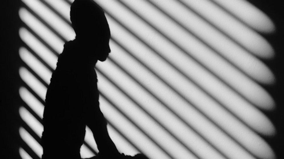 Silhouet van een figuur in zwartwit.