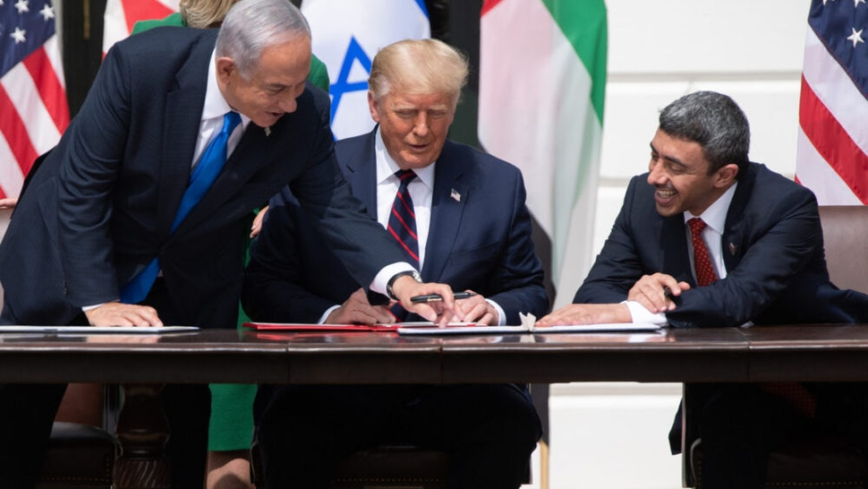 Israeli Prime Minister Benjamin Netanyahu(L), US President Donald Trump, and UAE Foreign Minister Abdullah bin Zayed Al-Nahyan(R)smile as they participate in the signing of the Abraham Accords where the countries of Bahrain and the United Arab Emirates recognize Israel, at the White House in Washington, DC, September 15, 2020. - Israeli Prime Minister Benjamin Netanyahu and the foreign ministers of Bahrain and the United Arab Emirates arrived September 15, 2020 at the White House to sign historic accords normalizing ties between the Jewish and Arab states.