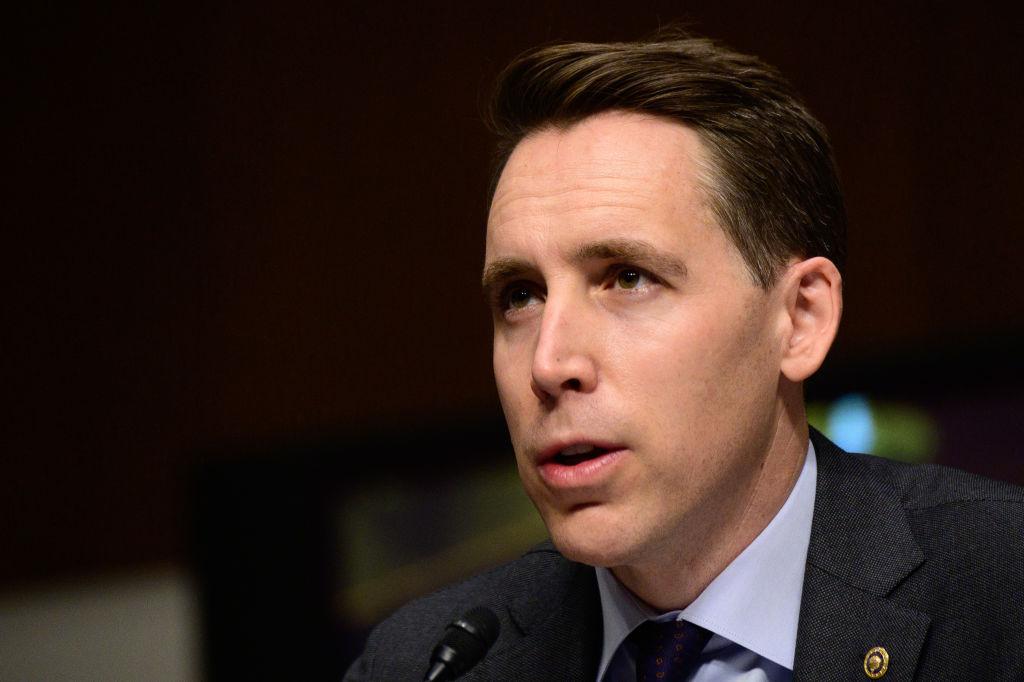 Hawley Proposes $15 Minimum Wage For Billion-Dollar Companies