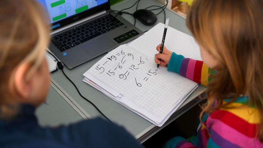 要求学生在数学课上展示他们运算作业是一种白人至上主义