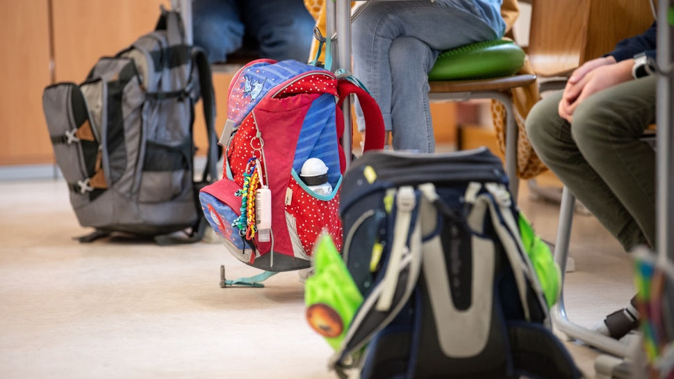 10 March 2021, Bavaria, Munich: The schoolbags of pupils in a fourth grade class of a primary school can be seen next to the children's desks during lessons. The Bavarian Minister of Education Piazolo (Free Voters) and the Bavarian Minister of Health Holetschek (CSU) visit the primary school to see the implementation of the Corona testing strategy. Photo: Matthias Balk/dpa