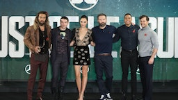 LONDON, ENGLAND - NOVEMBER 04: Actors Jason Momoa, Ezra Miller, Gal Gadot, Ben Affleck, Ray Fisher and Henry Cavill attend the 'Justice League' photocall at The College on November 4, 2017 in London, England. (Photo by Tim P. Whitby/Getty Images)