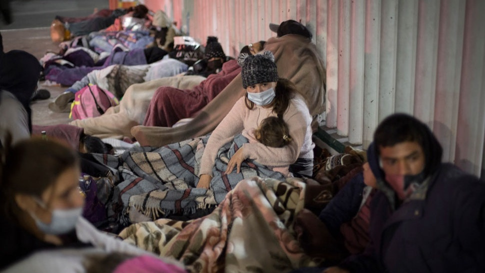 19 February 2021, Mexico, Tijuana: Dozens of migrants of Central American and Mexican origin sleep on the esplanade of the National Institute of Migration near the El Chaparral border crossing, waiting for U.S. authorities to let them enter to begin their humanitarian asylum process in this country.