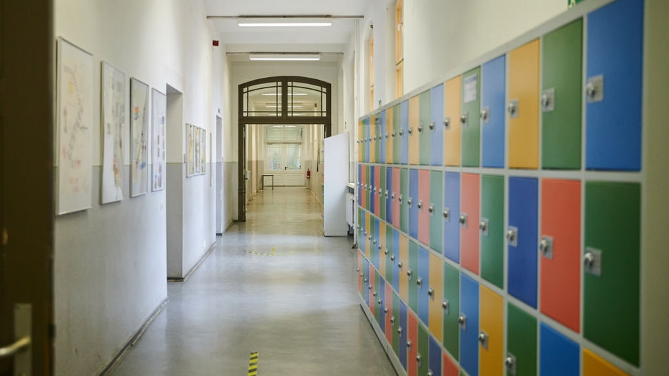 11 January 2021, Berlin: The hallway of the John Lennon High School in Prenzlauer Berg is empty. As of today (11.1.2021), a tightened lockdown in the Corona pandemic is in effect. The schools remain closed. Photo: Annette Riedl/dpa