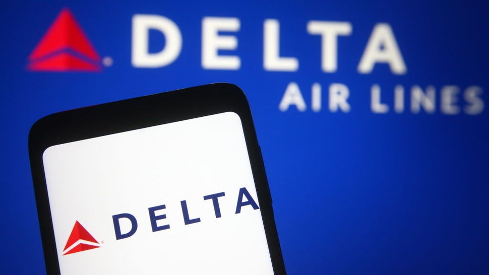 UKRAINE - 2021/03/21: In this photo illustration a Delta Air Lines logo is seen on a smartphone and a pc screen. (Photo Illustration by Pavlo Gonchar/SOPA Images/LightRocket via Getty Images)