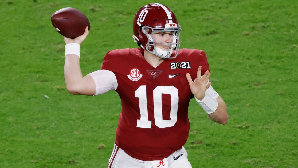 MIAMI GARDENS, FLORIDA - JANUARY 11: Mac Jones #10 of the Alabama Crimson Tide looks to pass during the fourth quarter of the College Football Playoff National Championship game against the Ohio State Buckeyes at Hard Rock Stadium on January 11, 2021 in Miami Gardens, Florida. (Photo by Michael Reaves/Getty Images)