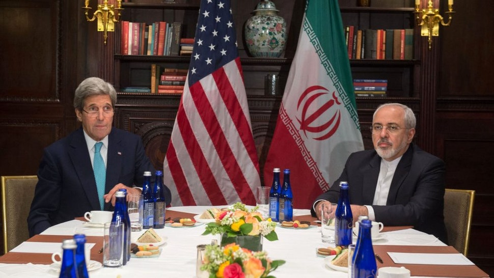 US Secretary of State John Kerry (L) meets with Iran's Foreign Minister Mohammad Javad Zarif on April 22, 2016 in New York.