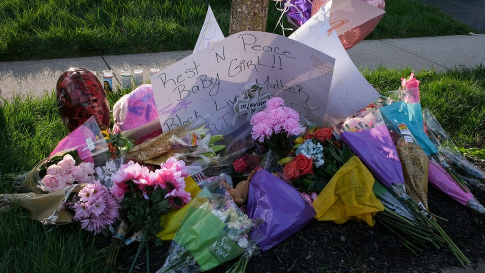 A pop-up memorial sits at the site where a Columbus Police Department officer shot and killed Ma'Khia Bryant, 16, in Columbus, Ohio on April 21, 2021. - Police in the US state of Ohio fatally shot a Black teenager who appeared to be lunging at another person with a knife, less than an hour before former officer Derek Chauvin was convicted of murdering George Floyd.
