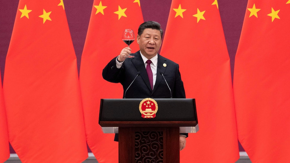 TOPSHOT - China's President Xi Jinping raises his glass and proposes a toast at the end of his speech during the welcome banquet for leaders attending the Belt and Road Forum at the Great Hall of the People in Beijing on April 26, 2019.