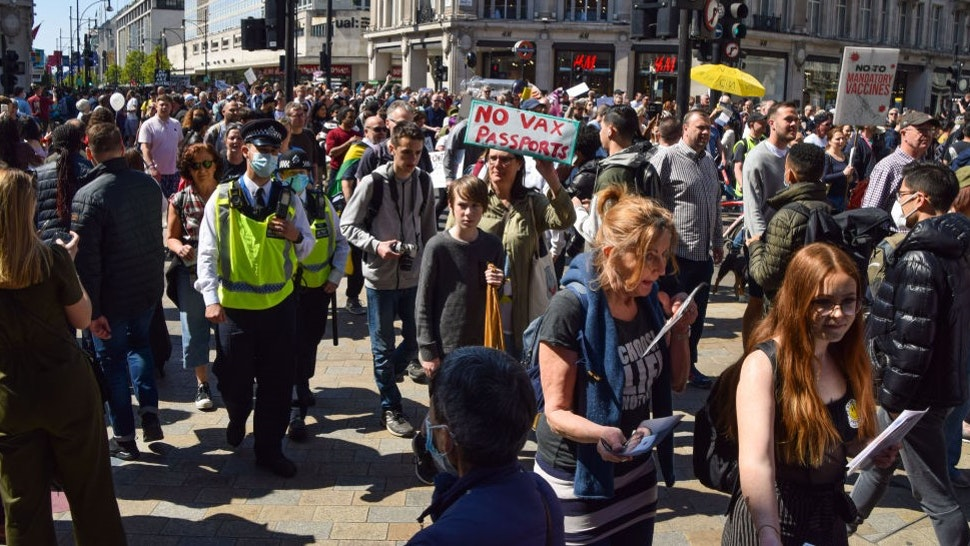 LONDON, UNITED KINGDOM - 2021/04/24: Crowd of protesters seen marching in Oxford Circus during the anti-lockdown demonstration. Thousands of people marched through Central London in protest against health passports, protective masks, Covid-19 vaccines and lockdown restrictions. (Photo by
