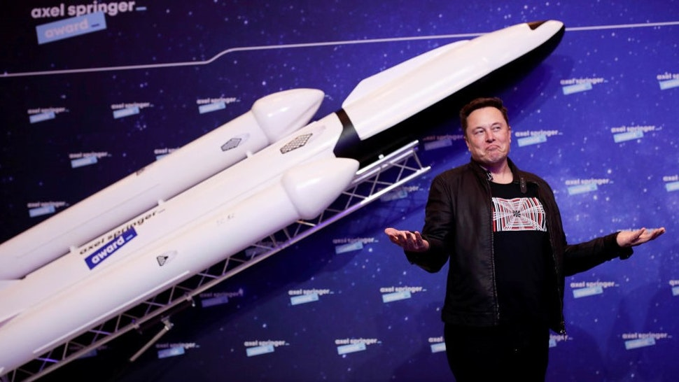BERLIN, GERMANY DECEMBER 01: SpaceX owner and Tesla CEO Elon Musk arrives on the red carpet for the Axel Springer Award 2020 on December 01, 2020 in Berlin, Germany. (Photo by