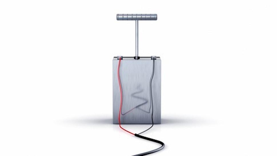 Detonator to explode dynamite on white Background - Zuendeinrichtung fur Sprengungen