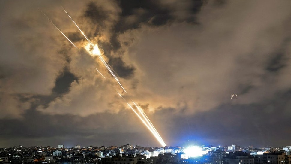 TOPSHOT - Rockets are launched towards Israel from Gaza City, controlled by the Palestinian Hamas movement, on May 20, 2021 - Diplomatic efforts gathered pace for a ceasefire on the 11th day of deadly violence between Israel and armed Palestinian groups in Gaza, as air strikes again hammered the enclave.