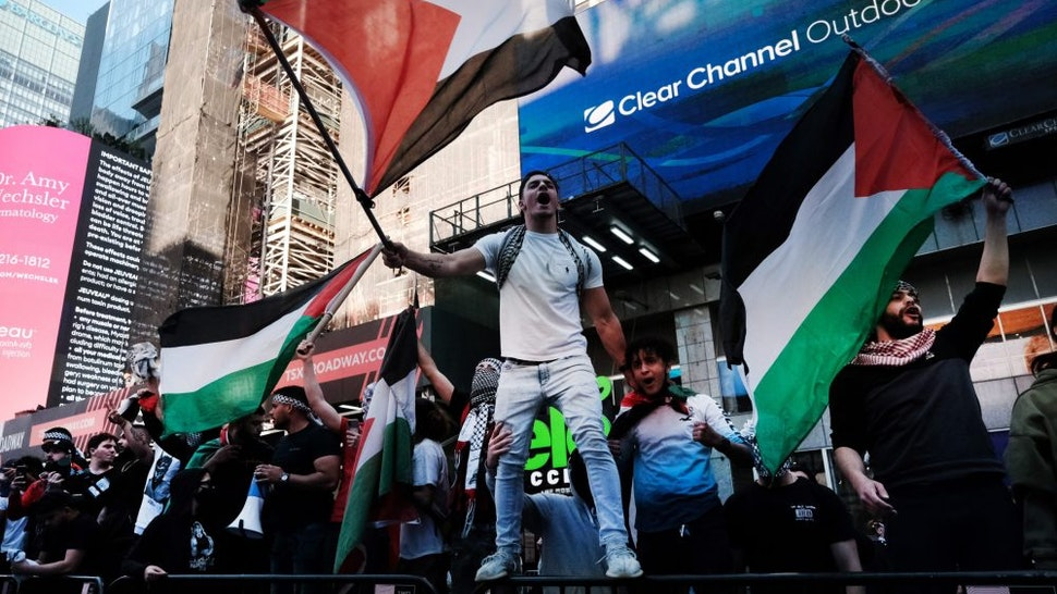 NEW YORK, NY - MAY 20: Pro Palestinian protesters face off with a group of Israel supporters and police in a violent clash in Times Square on May 20, 2021 in New York City. Despite an announcement of a cease fire between Israel and Gaza militants, dozens of supporters of both sides of the conflict fought in the streets of Times Square. Dozens were arrested and detained by police before they were dispersed out of the square. The 11 days of fighting has claimed the lives of at least 232 people in Gaza and 12 in Israel.