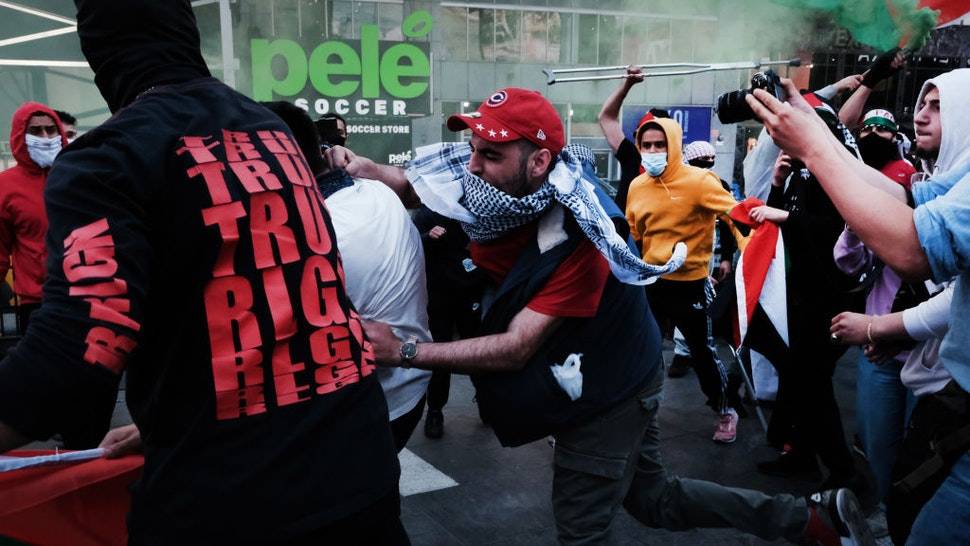 NEW YORK, NY - MAY 20: Pro Palestinian protesters face off with a group of Israel supporters and police in a violent clash in Times Square on May 20, 2021 in New York City. Despite an announcement of a cease fire between Israel and Gaza militants, dozens of supporters of both sides of the conflict fought in the streets of Times Square. Dozens were arrested and detained by police before they were dispersed out of the square. The 11 days of fighting has claimed the lives of at least 232 people in Gaza and 12 in Israel. (Photo by Spencer Platt/Getty Images)