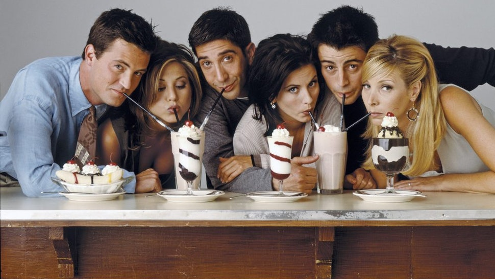 FRIENDS -- Pictured: (l-r) Matthew Perry as Chandler Bing, Jennifer Aniston as Rachel Green, David Schwimmer as Ross Geller, Courteney Cox as Monica Geller, Matt Le Blanc as Joey Tribbiani, Lisa Kudrow as Phoebe Buffay