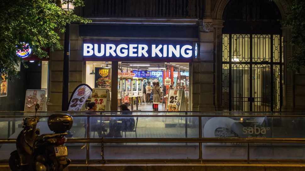 BARCELONA, CATALONIA, SPAIN - 2021/05/09: Burger King restaurant is pictured open at night. Bars and restaurants reopen at night in Barcelona, after the end of the curfew, which begun in Catalonia on October 25, 2020 until May 9, 2021.