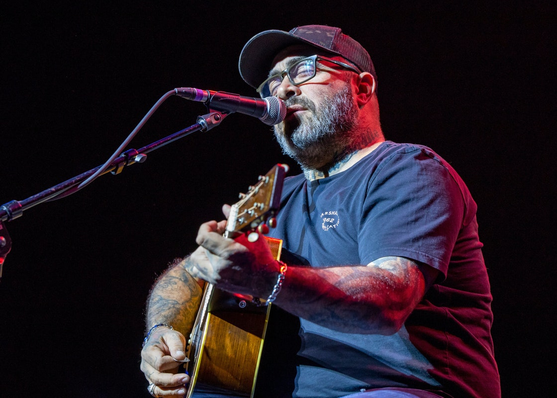 Staind Singer Aaron Lewis Angers Left with Conservative-Themed Song, Record Label Refuses to Cancel Him