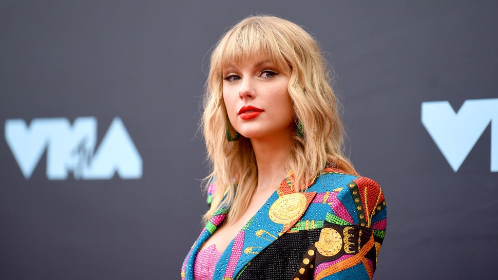 NEWARK, NEW JERSEY - AUGUST 26: Taylor Swift attends the 2019 MTV Video Music Awards at Prudential Center on August 26, 2019 in Newark, New Jersey. (Photo by Jamie McCarthy/Getty Images for MTV)