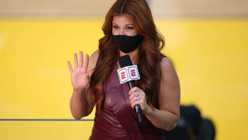 Basketball: ESPN sideline reporter Rachel Nichols during Golden State Warriors vs Brooklyn Nets game at Chase Center. Nichols weaing mask. Oakland, CA