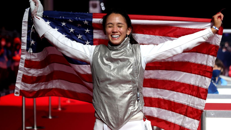 CHIBA, JAPAN - JULY 25: Lee Kiefer of Team United States celebrates winning the Women's Foil Individual Fencing Gold Medal Bout against Inna Deriglazova of Team ROC on day two of the Tokyo 2020 Olympic Games at Makuhari Messe Hall on July 25, 2021 in Chiba, Japan. (Photo by Elsa/Getty Images)