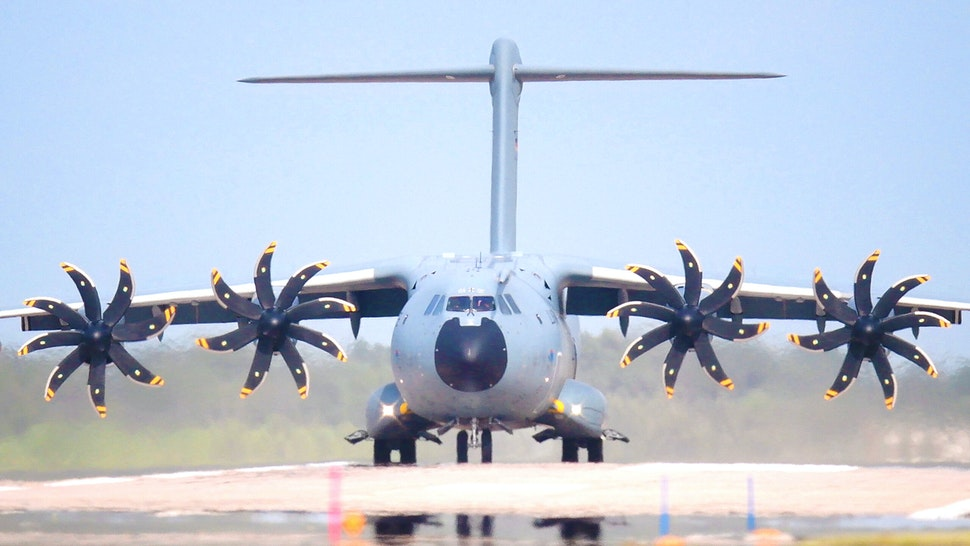 15 August 2021, Lower Saxony, Wunstorf: An Airbus A400M transport aircraft of the German Air Force taxis across the runway at Wunstorf Air Base in the Hanover region. In view of the rapid advance of the Taliban in Afghanistan, the Bundeswehr wants to quickly begin evacuating German citizens and local Afghan forces from Kabul.