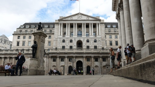 The Bank of England (BOE) in the City of London, U.K., on Thursday, Aug. 5, 2021. The Bank of England (BOE) may move a step closer to tightening monetary policy, unwinding 900 billion pounds ($1.2 trillion) government bond purchases while also opening the possibility that borrowing costs could be pushed below zero. Photographer: