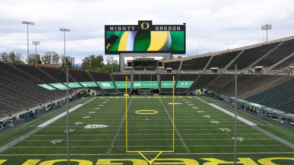 Oregon and Oregon State Announce Vaccine Or Negative Test Requirement To Attend Football Games