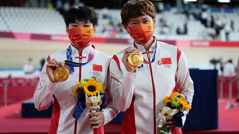 IZU, JAPAN - AUGUST 02: Gold medalists Zhong Tianshi and Bao Shanju of Team China pose during the medal ceremony for the Women's Team Sprint Finals of the Track Cycling on day ten of the Tokyo 2020 Olympic Games at Izu Velodrome on August 2, 2021 in Izu, Shizuoka, Japan. (Photo by Wei Zheng/CHINASPORTS/VCG via Getty Images)