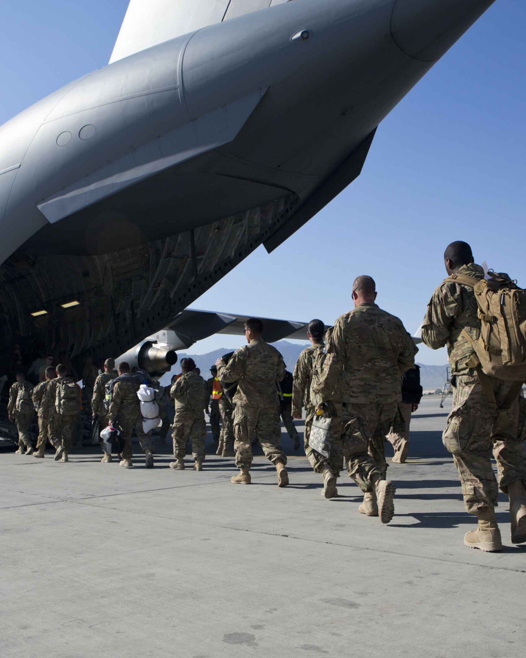 BAGRAM AIR BASE, AFGHANISTAN - MAY 11: U.S. Army soldiers walk to their C-17 cargo plane for departure May 11, 2013 at Bagram Air Base, Afghanistan. U.S. soldiers and marines are part of the NATO troop withdrawal from Afghanistan, to be completed by the end of 2014. (Photo by Robert Nickelsberg/Getty Images)